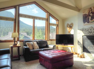 Mystic Blue -- EV #3468 - a SkyRun Estes Park Property - Mystic Blue - Spend your Rocky Mountain vacation in this sun-drenched Great Room