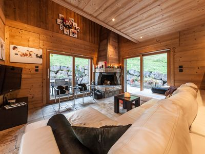 Photo for Cosy, traditional chalet with outdoor hot tub and stunning views