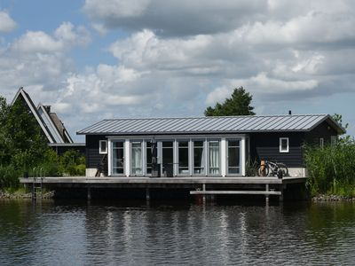 Photo for Cozy house with two bathrooms in beautiful Giethoorn