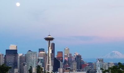 Photo for Executive Suite on Top of Queen Anne Hill
