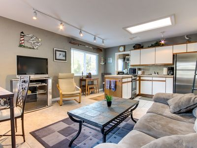 Photo for Cozy charmer in the heart of Mission Bay - steps from boardwalk, ocean & bay!