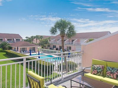 Photo for Beautifully updated townhouse w/ shared pool - 3 blocks from the beach!