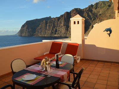 Photo for Nice Apartment with sea views, Gigantes cliffs, and heated pool.