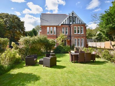Photo for 4 THE NAB HOUSE, family friendly in Bembridge, Ref 926439