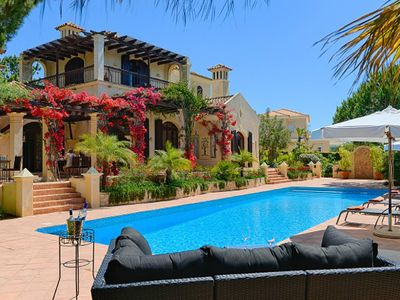 Photo for Luxury villa in Quinta do Lago with private pool. Sleeps 12. PV04
