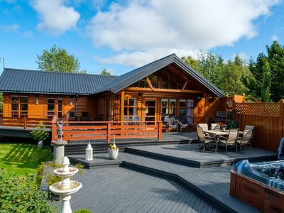 Photo for EXCEPTIONAL COTTAGE with a guesthouse and jacuzzi in Golden Circle, 6-10 people