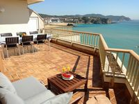 Excellent location, nice view, very well equipped and friendly host