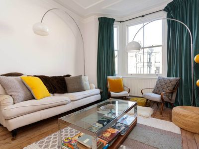 Photo for Beautifully furnished property in a great family friendly neighbourhood (Veeve)