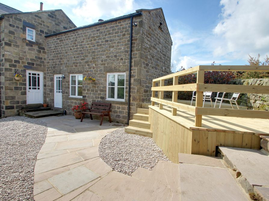 OWL COTTAGE, romantic, with a garden in Pateley Bridge, Ref 952048