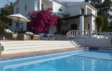 Wonderful family house with beautiful gardens, pool and tennis court nr Lagos.
