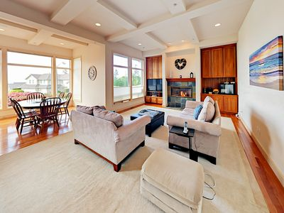 Photo for Golf Getaway w/Lake Washington & City View! 5BR w/ Decks & All-New Mattresses