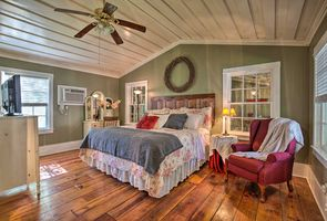Photo for Cottage Vacation Rental in Jefferson, Texas