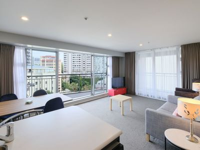 Photo for Cosy 2 Bedroom Apartment with Harbour & Sky Tower View