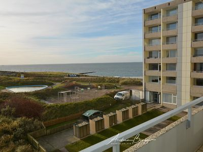 Photo for Bright and friendly apartment overlooking the sea and the tidal area
