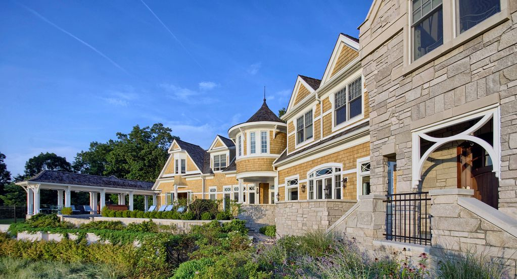 Gorgeous 7-bedroom lakefront estate in Southwest Michigan