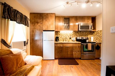 Welcome to the Adorable Apartment in Montrose!