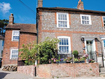 Photo for 2 bedroom property in Fareham. Pet friendly.