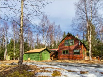 With over an acre of privacy, Alaskan Byways is a true retreat.