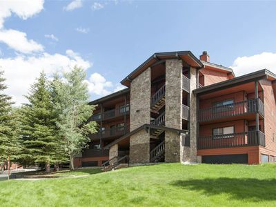 Photo for Beautiful Mountainside Condo sleeps 6, access to Clubhouse and walking distance to Main St.