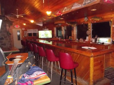 Relax and have fun. You'll have plenty of room. Lakeview private bar included