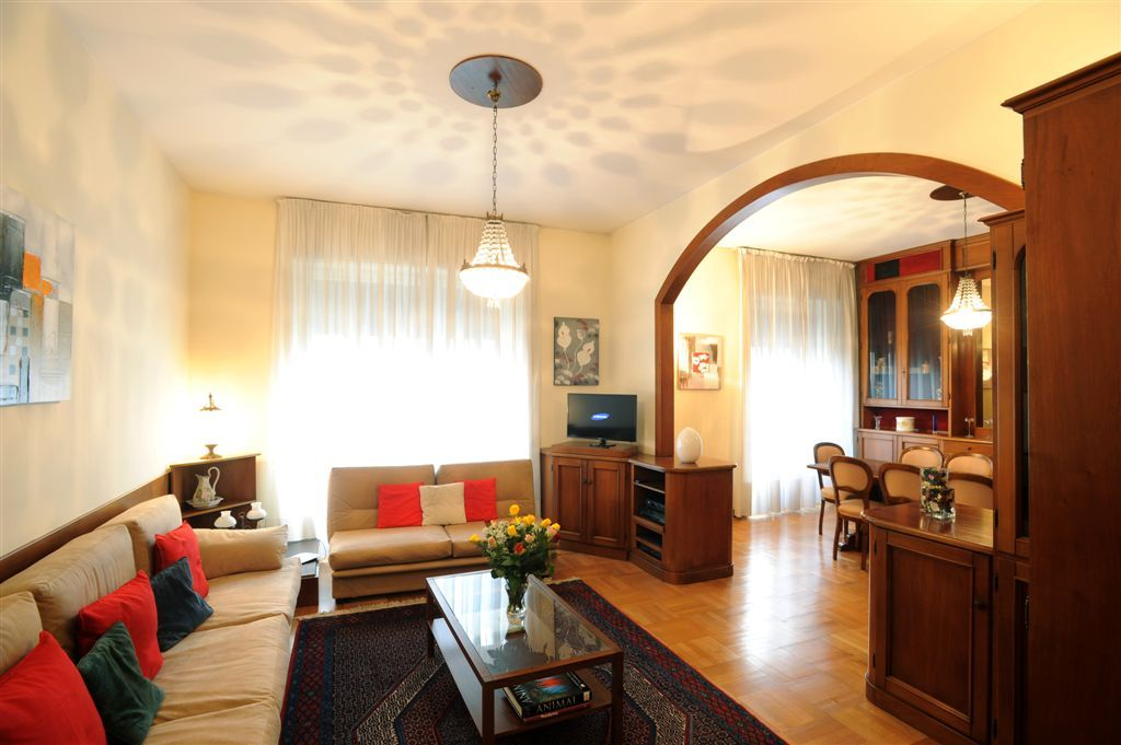 Large bright apartment in city center walking distance for Design apartment milano city center duomo