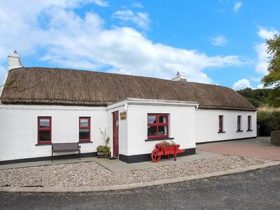 Photo for Detached Thatched Cottage for 5