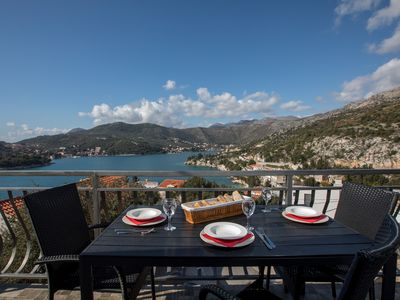 Photo for Penthouse apartment for 5 people with sea view next to perfect beach