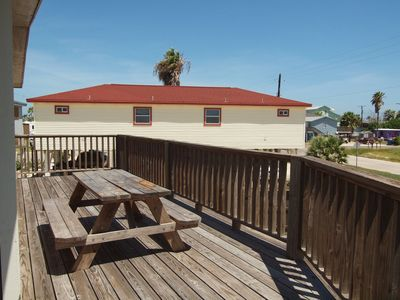 Photo for 3 Bedroom 2 Bath home right next to the city pool with plenty of boat parking