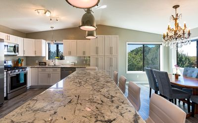 Beautiful Luxury Custom Home, Gorgeous Red Rock View, Hot Tub, Hike Nearby
