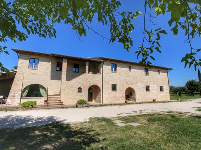 Photo for Villa with private pool on an estate near Assisi