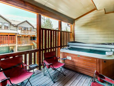 Beautifully furnished home with private hot tub and community pool/fitness room!