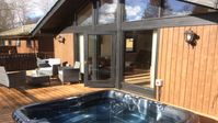 Spacious property in peaceful location with sumptuous hot tub!