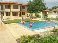 Gorgeous villa, excellent location. Lovely owner and the people who are looking after the villa.