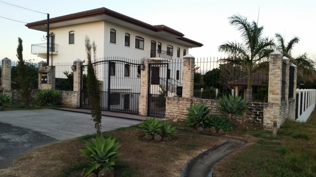 the concept of gated community and Handsome walls: our inside term for those enclosures that separate gated  communities from the outside world many meanings apply to the.