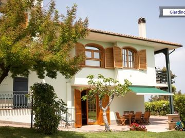Ge Villa -Apartment in villa with sea view, garden and pool.