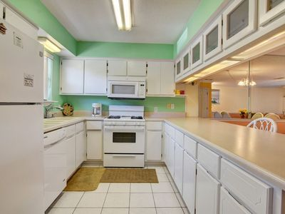 Photo for Townhome walking distance to beach!