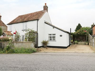 Photo for HOLLYHEDGE COTTAGE, pet friendly in Briston, Ref 12091