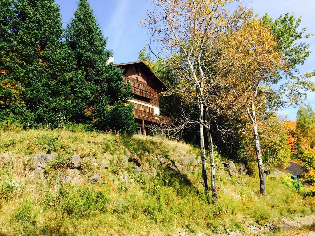 Family friendly mountain cottage 5 br vacation house for for Laurentian mountains cabin rental