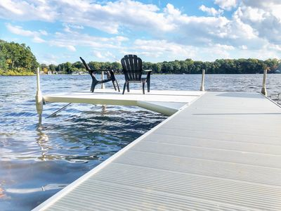 The brand new pier has plenty of space for relaxing and fishing!