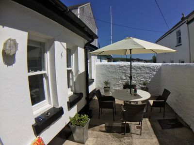 Photo for TRINITY COTTAGE. Charming historic cottage just off the Quay in Appledore.