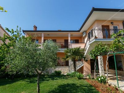 Photo for Three bedroom apartment with terrace Rovinj (A-14153-a)