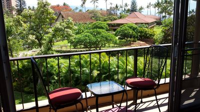 Lanai with table and bistro chairs