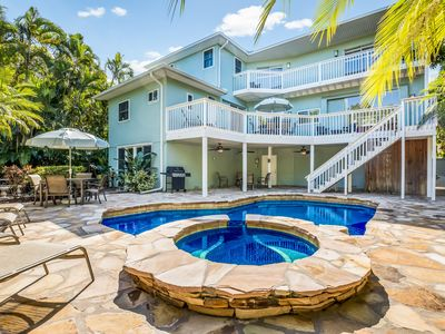 Whispering Palms:Unique Canal Front, Very Private Tropical Heated Pool & Hot Tub
