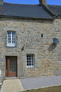 Photo for Recently renovated traditional cottage near Dinan