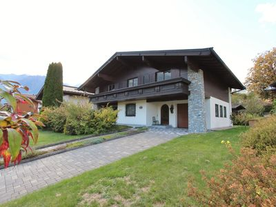 Photo for Spacious detached house within walking distance from the piste and the centre of