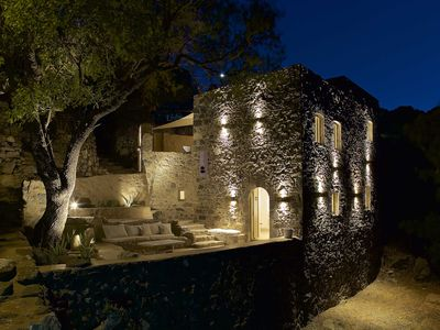 Photo for A stunning stone villa between volcano and Aegean Sea