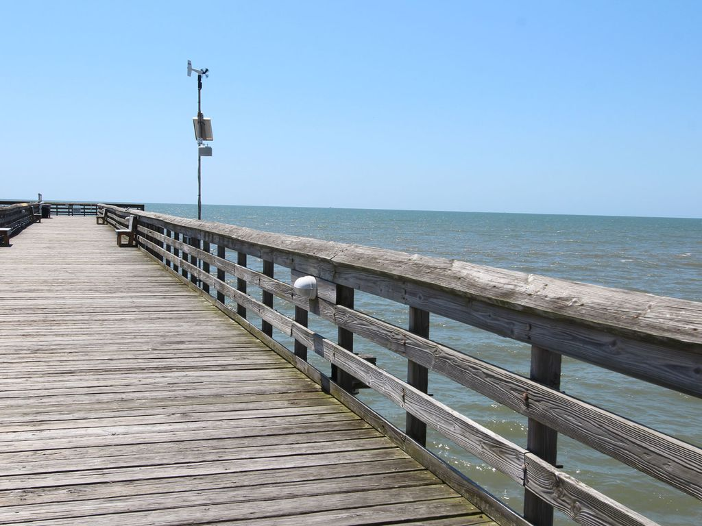 Great oceanfront 1st floor unit with beach fishing pier for Isle of palms fishing pier