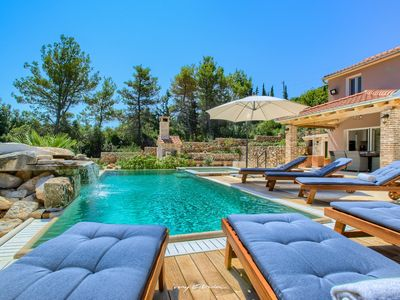 Photo for Beautiful villa with pool near the sea