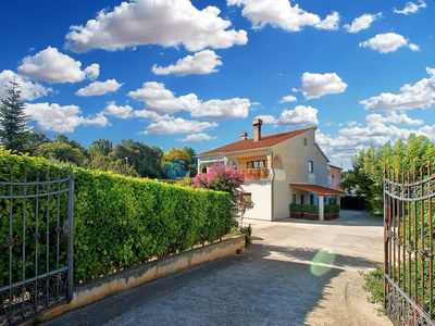 Photo for Apartment 1965/25899 (Istria - Pula), Budget accommodation, 3250m from the beach