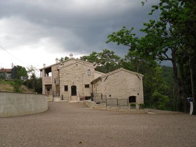 Photo for Country house nestled in the spectacular Umbrian hills (Apartament Ortensia self catering)